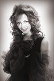 Portret piękna kobieta w retro stylu w czerni sukni zdjęcie royalty free