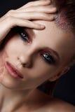 Portret piękna kobieta w studiu Obrazy Stock