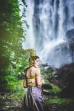 Portret Piękna kobieta w Tajlandzkiej Tradycyjnej sukni, Kinnara Obrazy Royalty Free