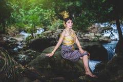 Portret Piękna kobieta w Tajlandzkiej Tradycyjnej sukni, Kinnara Ja Obrazy Royalty Free