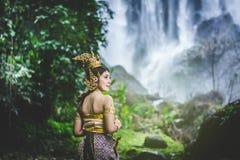 Portret Piękna kobieta w Tajlandzkiej Tradycyjnej sukni, Kinnara Ja Zdjęcia Stock
