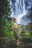 Portret Piękna kobieta w Tajlandzkiej Tradycyjnej sukni, Kinnara Ja Zdjęcia Royalty Free