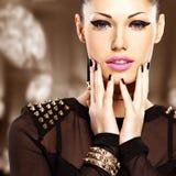 Portret piękna mody kobieta z jaskrawym makeup Zdjęcia Royalty Free