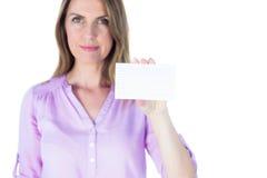 Portret piękny przypadkowy bizneswoman pokazuje znaka Zdjęcia Royalty Free