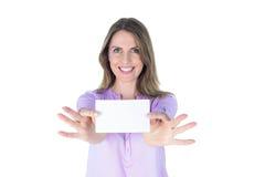Portret piękny przypadkowy bizneswoman pokazuje znaka Obrazy Stock