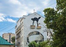 Portret pisarz Mikhail Bulgakov na ?cianie budynek mieszkaniowy Rosyjski dramatopisarz i zdjęcia royalty free