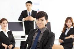 Portret pomyślna młoda biznes drużyna w biurze Obraz Stock