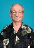 Portret pomyślny starsza osoba mężczyzna w szkłach Obraz Royalty Free