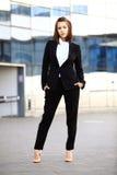 Portret pomyślny biznesowej kobiety ono uśmiecha się Fotografia Royalty Free