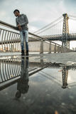 Portret potomstwa, murzyn wzdłuż NYC ` s Wschodni Rzeczny Williams Zdjęcia Stock
