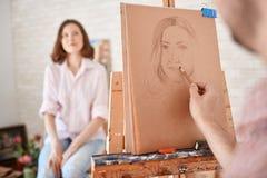 Portret potomstwo model w sztuki studiu obraz stock