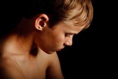 Portret poważna przyglądająca chłopiec Zdjęcia Stock