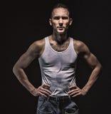 Portret poważny mięśniowy mężczyzna Zdjęcie Royalty Free