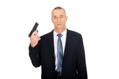 Portret poważny mafijny agent z pistolecikiem Obrazy Stock