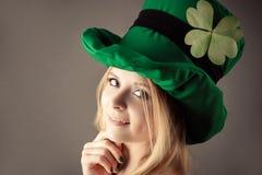 Portret powabna dziewczyna w wizerunku leprechaun Fotografia Royalty Free