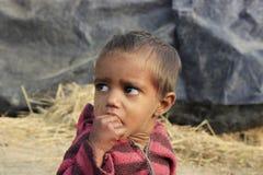 Portret prożniaczy dzieciak troszkę bezdomny dzieciak Zdjęcia Stock