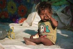 Portret prożniaczy dzieciak troszkę bezdomny dzieciak Zdjęcia Royalty Free