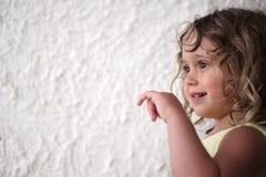Portret in profiel van een klein meisje royalty-vrije stock foto