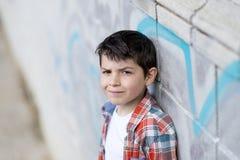 Portret przypadkowa nastoletnia chłopiec, outdoors zdjęcie royalty free