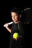 Portret przystojna chłopiec z tenisowym wyposażeniem Fotografia Stock