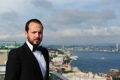 Portret przystojny biznesmen patrzeje poważny Fotografia Royalty Free