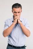 Portret przystojny biznesmena modlenie Obrazy Royalty Free