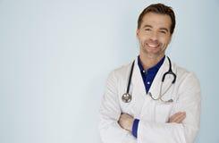 Portret Przystojny Doktorski ono Uśmiecha się Przy kamerą Fotografia Stock