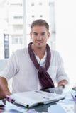 Portret przystojny fotografia redaktor Obraz Stock