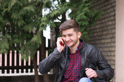 Portret przystojny mężczyzna outdoors Fotografia Stock