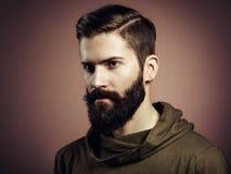 Portret przystojny mężczyzna z brodą Zdjęcia Royalty Free