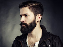 Portret przystojny mężczyzna z brodą fotografia royalty free