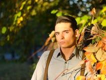 Portret przystojny młody człowiek w spadek (jesień) Fotografia Royalty Free
