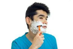 Portret przystojny młody facet który powodował pianę twój twarz i goli jego brodę Zdjęcie Stock