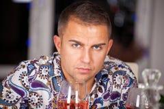 Portret przystojny modny mężczyzna zdjęcia royalty free