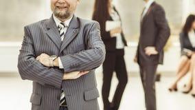 Portret radca prawny firma na tle biznes drużyna w biurze zdjęcie royalty free