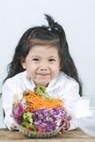 Portret radość dziewczyna która jadł sałatki Zdjęcia Royalty Free