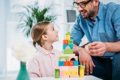 portret rodzinny budynku ostrosłup od kolorowych bloków Fotografia Stock