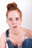 Portret roodharige vrouw met kleurenvlekken in het gezicht royalty-vrije stock foto's