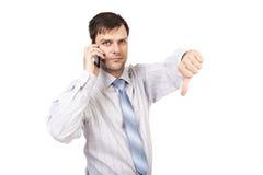 Portret rozczarowany młody biznesowy mężczyzna pokazuje kciuka puszek s zdjęcie stock