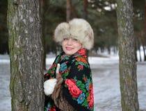 Portret rozochocona kobieta średni rok w zimy sosnowym drewnie Obrazy Royalty Free