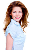 Portret rozochocona młoda uśmiechnięta kobieta Obrazy Stock