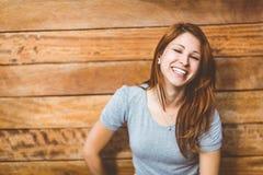 Portret rozochocony ładny rudzielec śmiać się Obraz Royalty Free