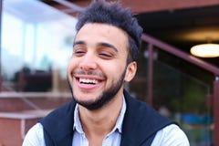 Portret rozochocony młody męski muzułmanin Mężczyzna uśmiecha się a i pozuje Obraz Stock