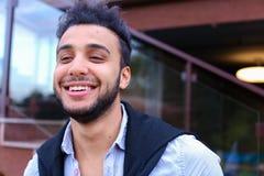 Portret rozochocony młody męski muzułmanin Mężczyzna uśmiecha się a i pozuje Obraz Royalty Free