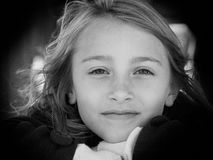 Portret rozważna młoda dziewczyna zdjęcie stock