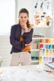 Portret rozważny projektant mody w biurze Zdjęcie Stock