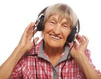 Portret słucha muzyka starsza kobieta fotografia royalty free
