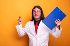Portret samiec lekarki zachęcający wyrażenie zdjęcia stock
