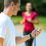Portret samiec trenera timing biegacz obrazy royalty free