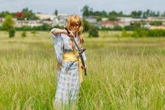 Portret samuraj dziewczyna z kordzikiem fotografia royalty free